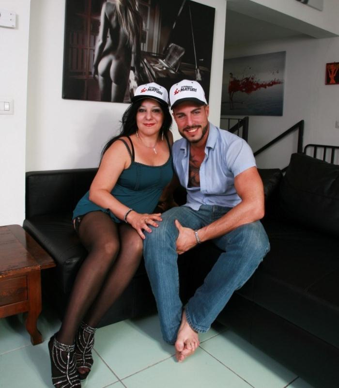 ScambistiMaturi/PornDoePremium: Valentina Bianchi - Brunette Italian cougar in her 40s Valentina Bianchi goes for amateur fuck  [HD 720p]  (BBW, MILF)