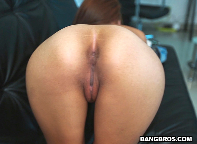 ColombiaFuckFest/BangBros - Laura Brown - Breaking in a Latina Newbie [SD 480p]