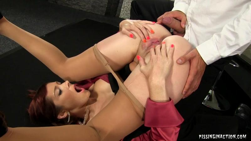 T41nst3r.com: Kate Gold - Enjoying A Piss Cocktail [HD] (656 MB)