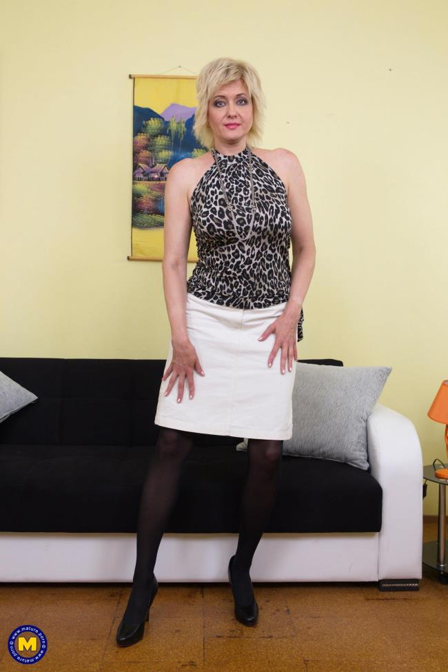 Mature.nl: Sandra G. (48) - Naughty housewife fingering herself (FullHD/2016)