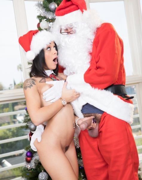 JulesJordan: Holly Hendrix - Ho Ho Ho… Santa Gave Me Anal For Christmas! (FullHD/2016)