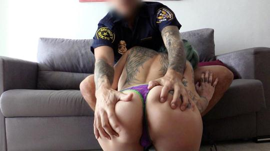 F4k3C0p, F4k3Hub: Onix Babe - Rock chick fucks uniformed policeman (SD/480p/321 MB) 05.12.2016