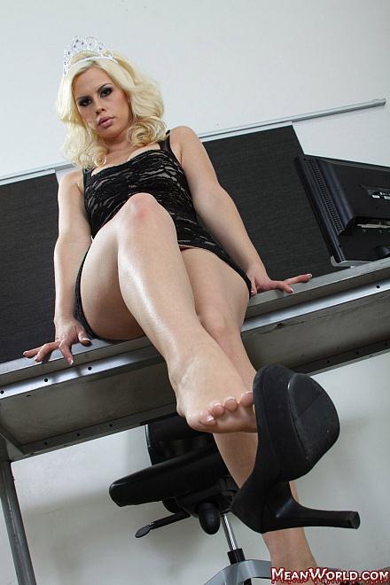 MeanWorld.com: Tara Lynn Foxx POV Slave Orders [HD] (247 MB)