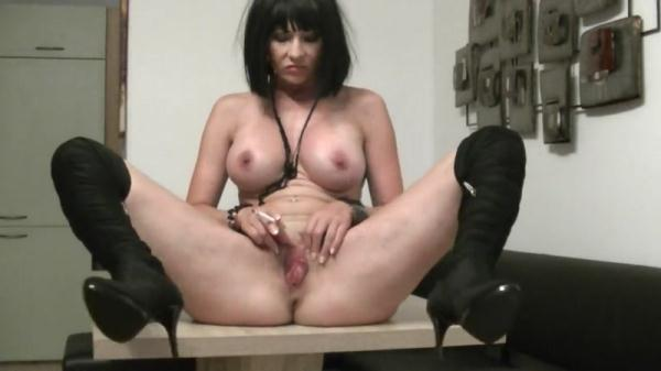 Milf POOP and smoking - Solo Scat (FullHD 1080p)