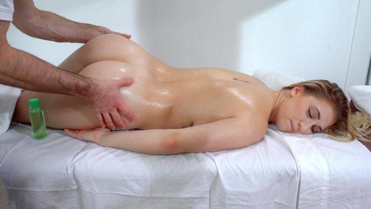 Sierra Nicole - Cute Blonde Craves Masseur's Cock / 11.12.2016 [Mofos / SD]