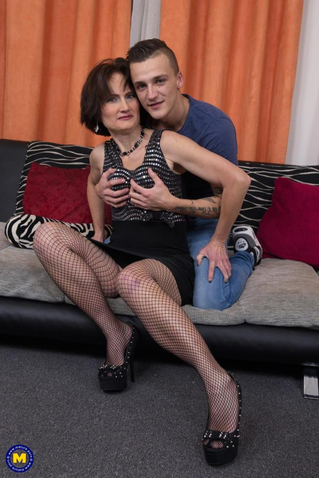 Mature.nl: Alice S. (51) - Naughty housewife doing her toyboy (FullHD/2016)