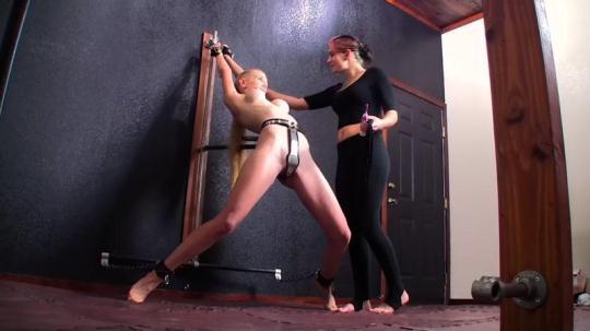 Clips4sale: Cassandra Crimson and Rachel Greyhound - Chastity Belt Presentation (HD/720p/129 MB) 16.12.2016