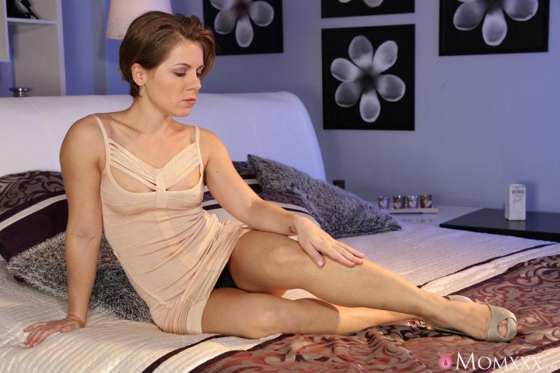MomXXX.com / SexyHub.com: Sasha Zima - Anal creampie sex for petite [SD] (288 MB)