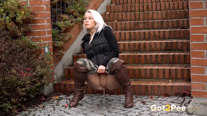 Got2Pee.com - Amateur - NEW! Boots and Bricks (22.12.2016) [FullHD 1080p]
