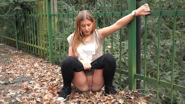 (Got2Pee | FullHD) Amateur - Green Fence Dec 19, 2016 (101 MB/2016)