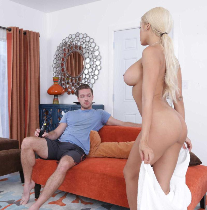MyFriendsHotGirl/Naughtyamerica: Luna Star - My Friends Hot Girl  [HD 720p] (1 017 MiB)