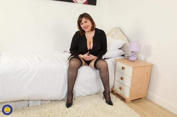 (Mature.nl | FullHD) Laura L. (EU) (33) - British big breasted housewife fooling around (1.44 GB/2016)