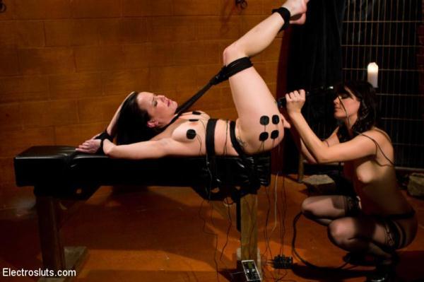 Bobbi Starr, Katie St. Ives - Tickle Fuck [3l3ctr0Sluts.com] (HD, 720p)