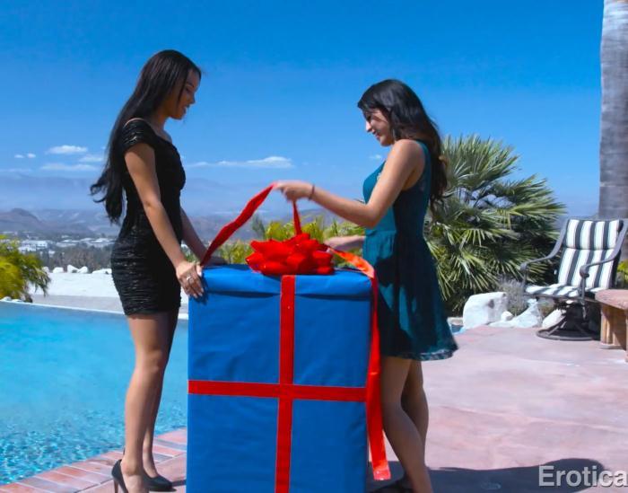 EroticaX: Maya Bijou, Sophia Leone - Birthday Surprise [FullHD 1.72 GB]