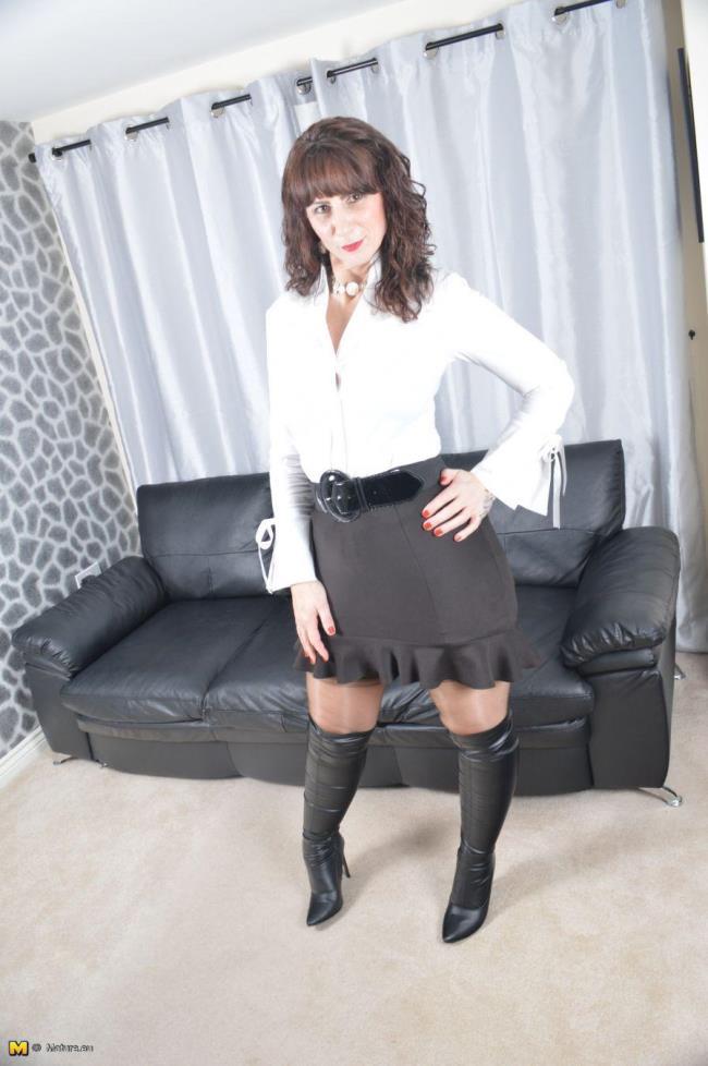 Toni Lace (EU) (49) - British housewife goes wild [Mature.eu | 1080p]