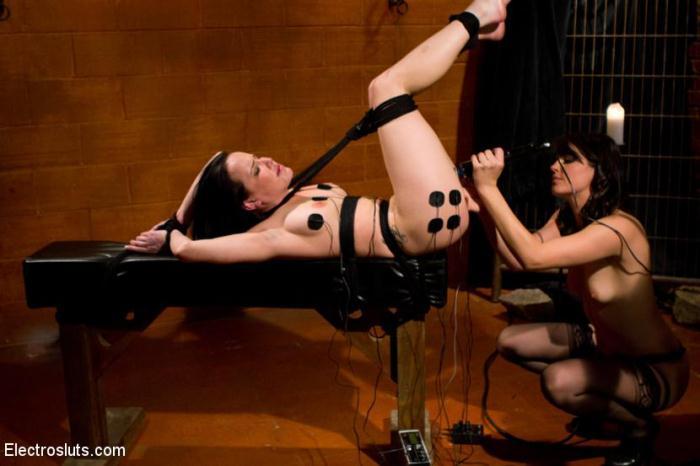 Bobbi Starr, Katie St. Ives - Tickle Fuck (3l3ctr0Sluts) HD 720p