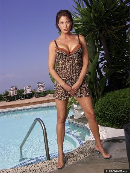 Vanessa Videl - Sexy legs housewife Vanessa Videl big black dick sex (TurboMoms) [HD 720p]