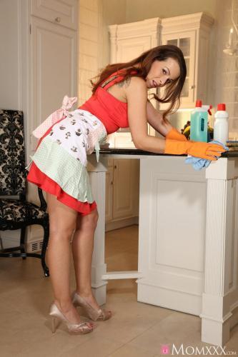 M0mXXX.com / S3xyHub.com [Caroline Ardolino - Hot Mom Fucks Daughter\'s Hipster BF] SD, 480p