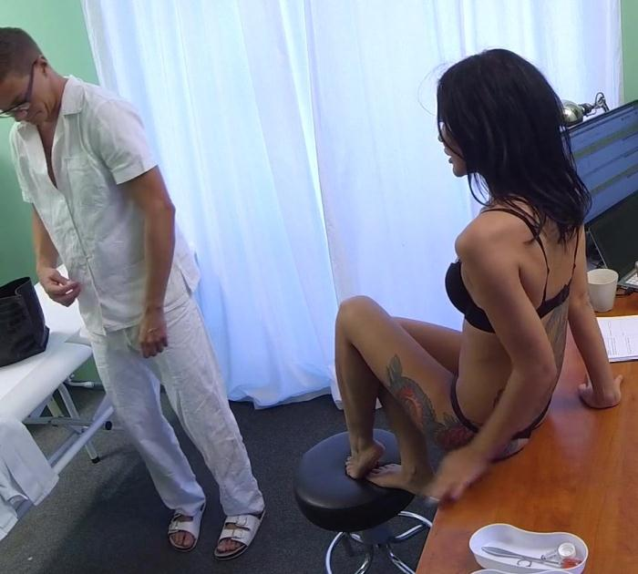 FakeHospital - Amanda Black - Doctor Strips and Fucks Hot Russian [HD 720p]