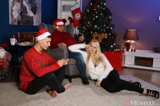 MomXXX, SexyHub: Angel Wicky - Mom Fucks Her Stepson as Dad Sleeps (SD/480p/235 MB) 25.12.2016