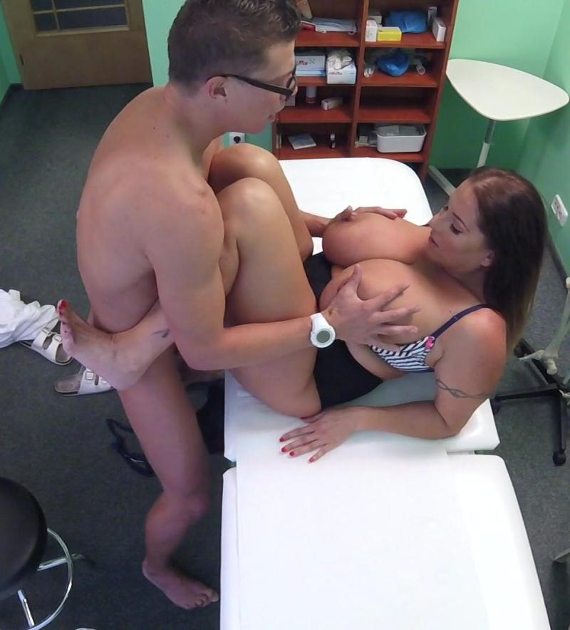 FakeHospital: Laura Orsolya - Babe wants cum on her big tits  [HD 720p] (628 MiB)