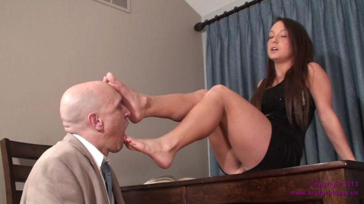 Emma - Uses Her Feet to get what She Wants / 18 Dec 2016 [Clips4sale, Bratprincess / HD]