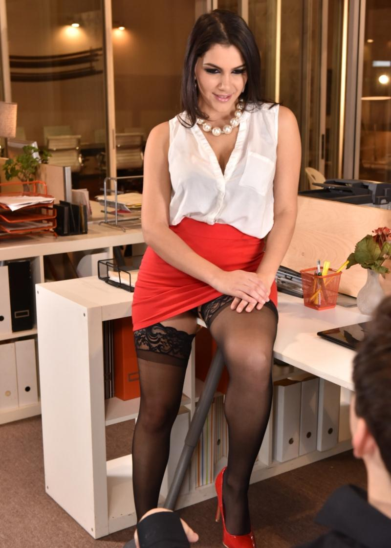 FootsieBabes/21Sextury - Valentina Nappi in Office Overtime (HD 720p)