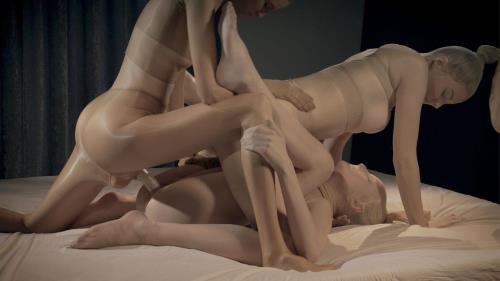 Bree Haze, Merry Pie, Mia - Pantyhose Encased Sweeties Unleash a Strapless Dildo / 27.12.16 (StraplessDildo) [FullHD 1080p]