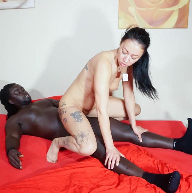 HausfrauFicken/PornDoePremium: Mareen Deluxe - Brunette German housewife Mareen Deluxe slurps BBC during interracial sex  [SD 480p]
