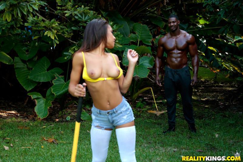 RoundAndBrown/RealityKings: Nicole Bexley - Hot Chick  [SD 432p] (475 MiB)