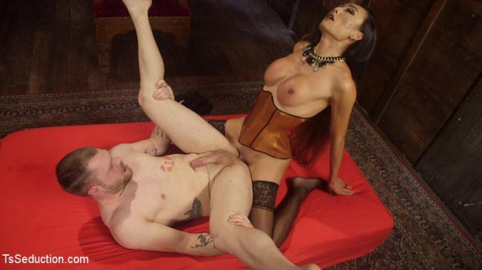 Venus Lux & Mike Panic - Her Willing Slave (TSSeduction) SD 540p