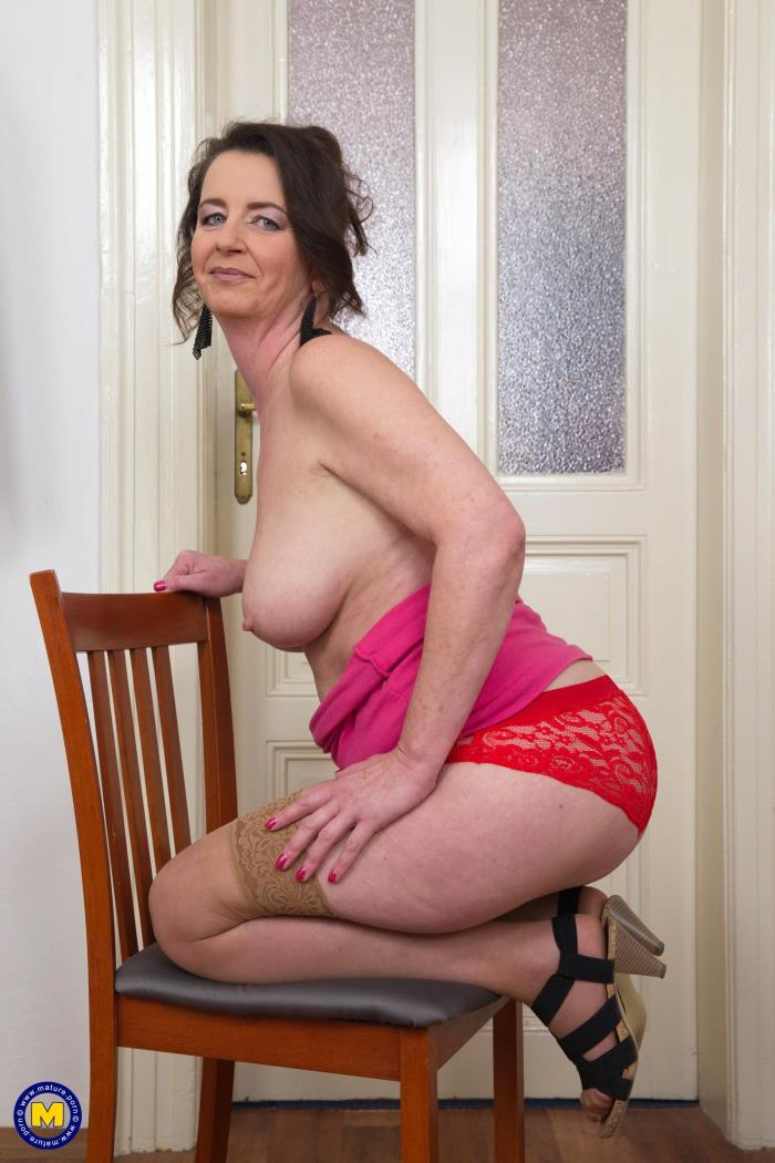 (Mature.nl) Ruzena (47) - Horny housewife fooling around (FullHD/1080p/1.22 GB/2016)