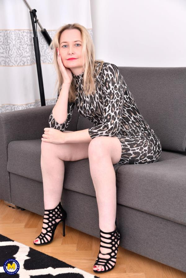 (Mature.nl | FullHD) Emma Turner (EU) (42) - British housewife fingering herself (1.33 GB/2016)