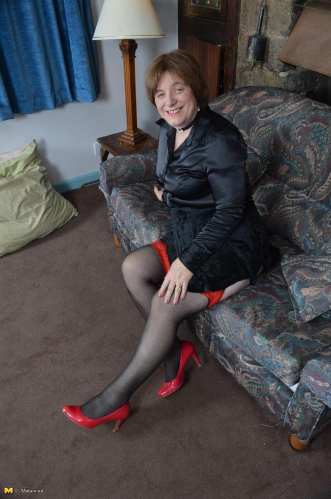 Mature.eu: Janet Wilson (EU) (61) - British mature lady playing with herself (FullHD/2016)