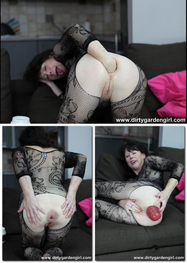 (DirtyGardenGirl | FullHD) DGG - Fishnet self fisting - 08.12.2016 (473 MB/2016)