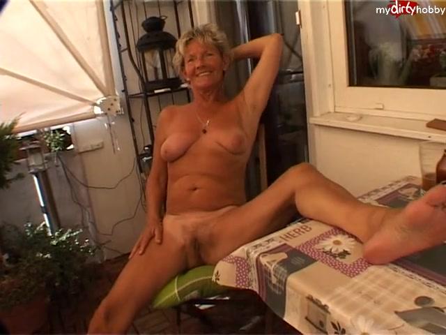 GeilePflaumeIris - Ganz nackt auf dem Balkon [SD 480p] MDH