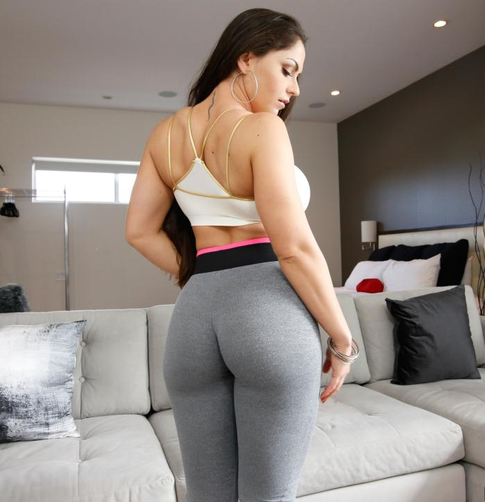 AssParade/BangBros: Marta La Croft - Marta LaCroft and her tremendous ass  [HD 720p]  (Big Tits)