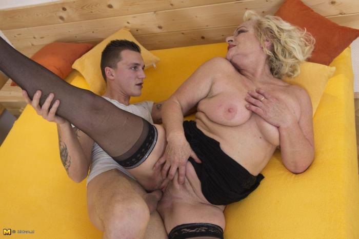 Sara V. (54) - Horny housewife doing her toyboy [FullHD 1080p] mature.nl