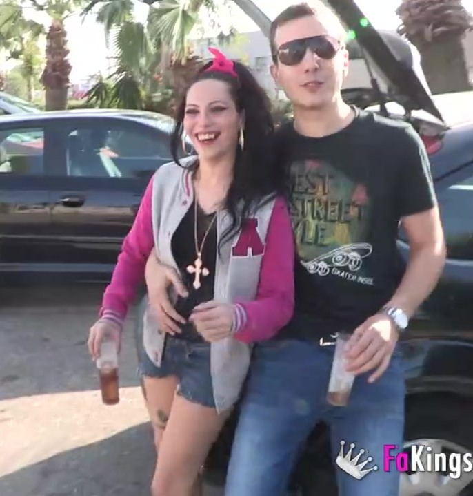 Fakings - La Vane, Azalea Teen - Rematando la fiesta en el parking de Fabrik con La Vane y Azalea Teen [HD 720p]