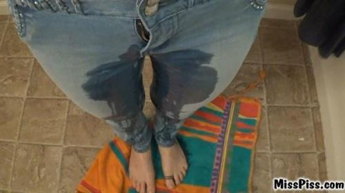 Miss Piss - Pee in New Jeans (MissPiss) [FullHD 1080p]