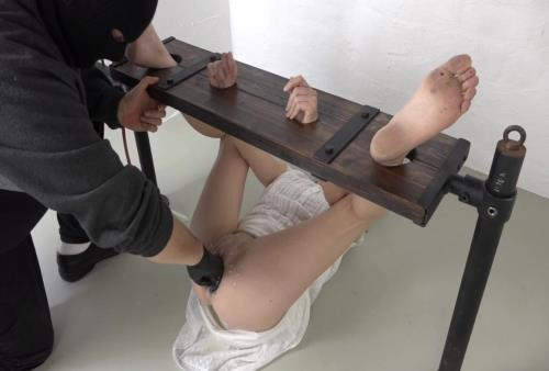 Amateur - Extreme fisting in bondage