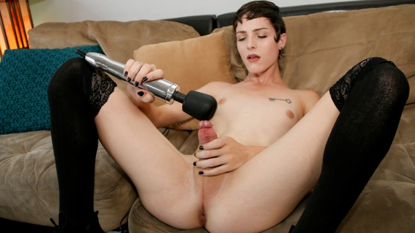 Carrie Emberlyn - Stunning Carrie Emberlyn Makes Her Case! [HD 720p] - TS-CastingCouch.com