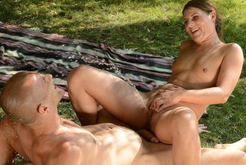 Z0l1b0y.com [Agata - Summer Shower] HD, 720p