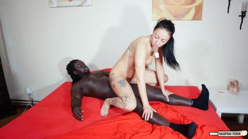 HausfrauFicken.com / P0rnD03Pr3m1um.com [Mareen Deluxe - Brunette German housewife Mareen Deluxe slurps BBC during interracial sex] SD, 480p