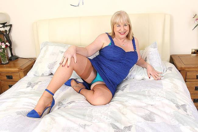 Mature.nl: Auntie Trisha (EU) (61) - British mature BBW fingering herself (FullHD/2016)