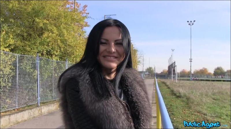 PublicAgent - Amanda Black - Sexy Sweet Ass Shown Off In Public [HD 720p]