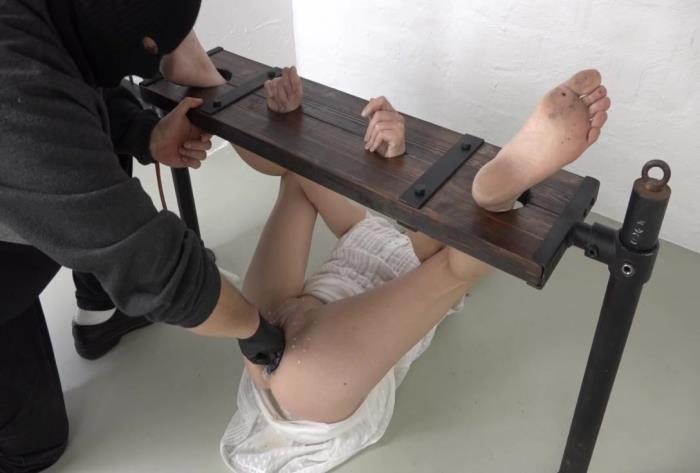 Sicflics.com - Amateur - Extreme fisting in bondage