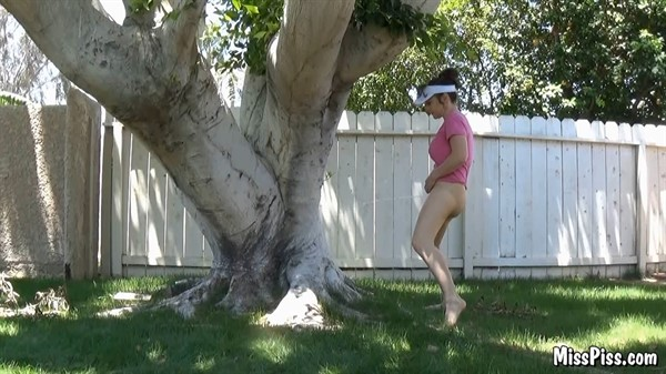 Miss Piss Pee on a Tree [MissPiss 1080p]