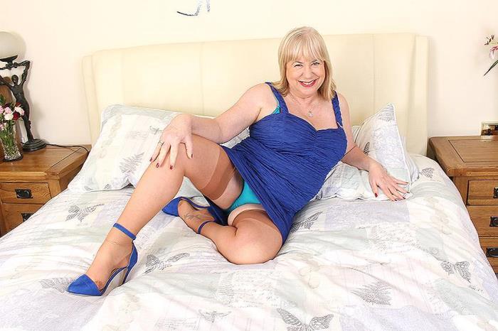 (Mature.nl) Auntie Trisha (EU) (61) - British mature BBW fingering herself (FullHD/1080p/1.39 GB/2016)