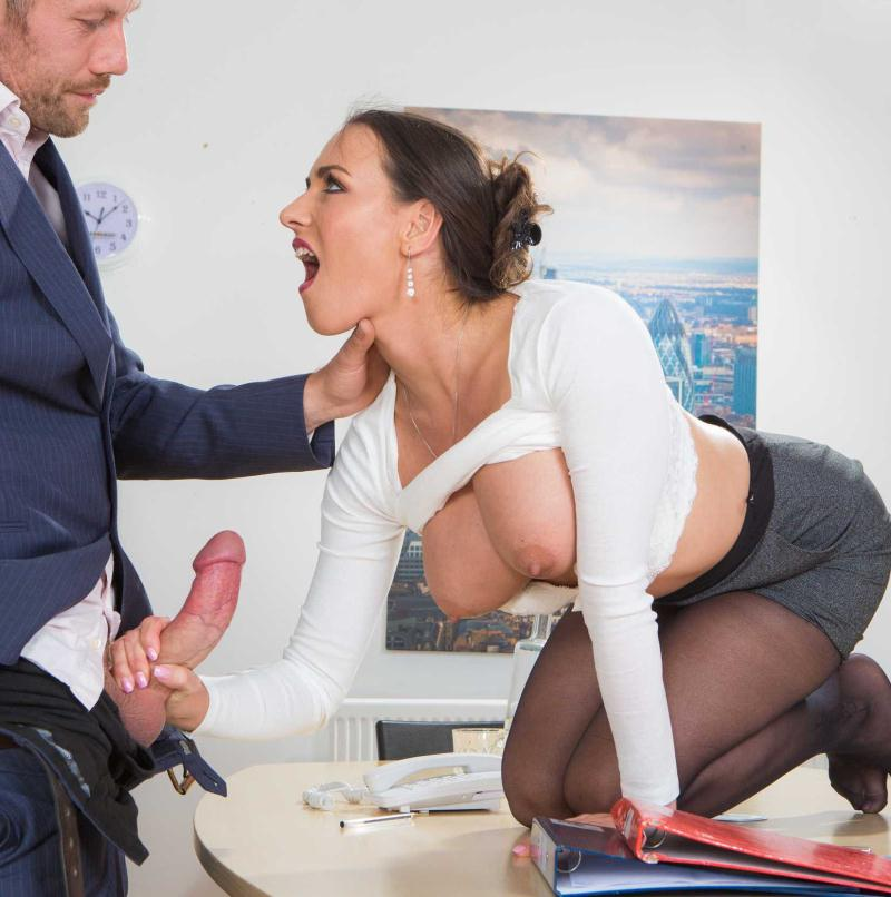 Mea Melone - Under The Table Deal  (2016/Brazzers/HD/720p)